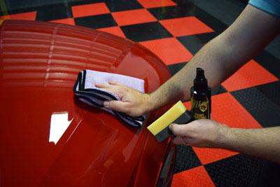 قراردادن لایه محافظتی رنگ ماشین